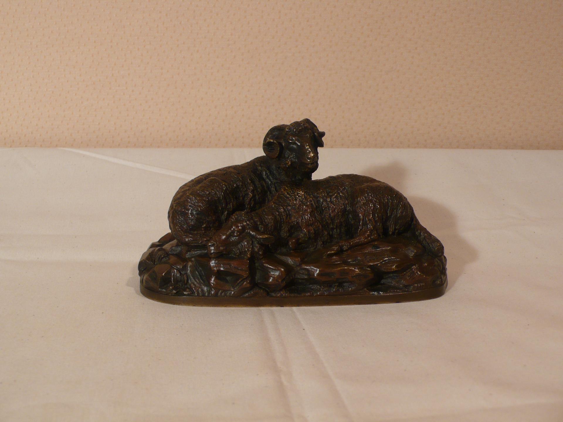 Un bronze représentant des moutons signé Guci.